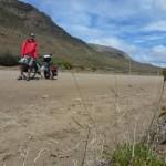 et hop, transition rapide a travers les etandues plates entre Cerro Castillo et Calafate. Je retrouve une piste. Vous l avez compris, je roule peu souvent sur du bitume