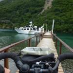 66 chargement du velo sur le bateau du soir, pour traverser le lago Desierto
