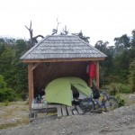 11 la tente à l'abri de la pluie