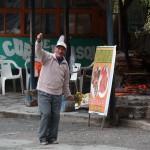35- J16- Dans la montee au-dessus de Tarma, le gai restaurateur peruvien