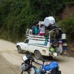 54- J20- km12, passage d'un transport en commun local peruvien
