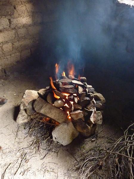 pour la pachamanca, d'abord faire chauffer les pierres pendant une heure